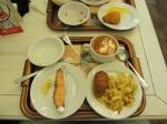 Salmão (que é barato aqui), batata, frango e sopa.